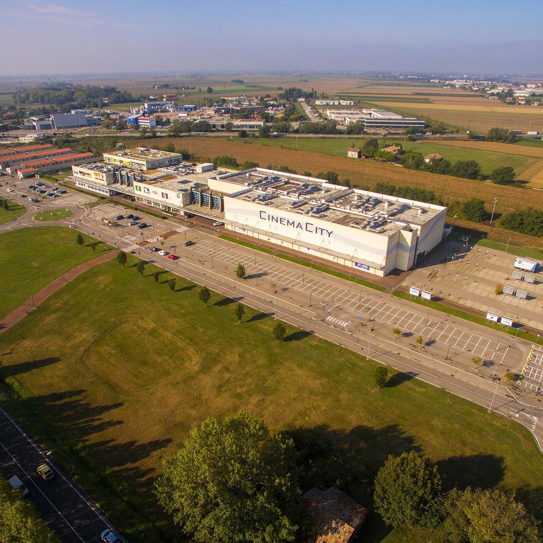 Veduta aerea del centro divertimento indoor The City Ravenna